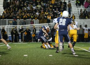 Elks 2nd-Half Kickoff Turnover Scoop & Score Helps Beat Fairmont 31-21