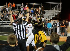 Centerville Scores Game Winner with :25 left, Beat the Beavers 31-28, Finish 5-5